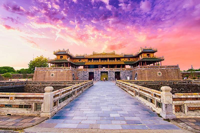 Thành cổ vua triều Nguyễn Huế Việt nam