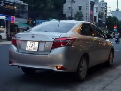 Xe 5 chỗ Toyota Camry